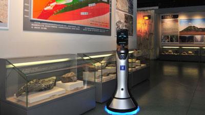"""豹小秘山西""""上岗""""引媒体热议,猎豹移动机器人成公共服务好帮手"""