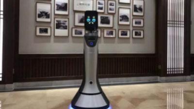 """科技时尚融合 :猎户星空智能服务机器人""""小普""""爆红普陀山大酒店"""
