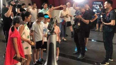 """科技与文化融合碰撞:猎户星空智能服务机器人""""小童""""落地山西青铜博物馆"""
