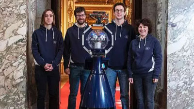 """机器人同行""""入职""""博物馆,讲解员反倒更兴奋了?"""